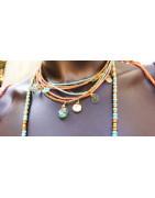 Colliers, sautoirs, malas, necklaces